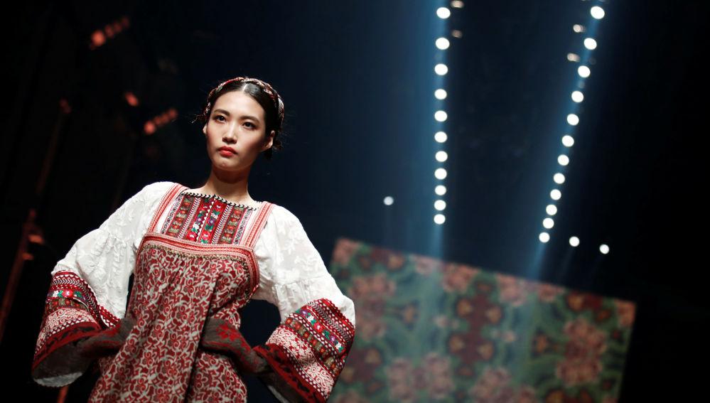 Австрийский модельер Лена Хошек шьет наряды в ретро-стиле