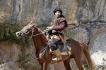 Каскадер Султанбек Дикамбаев на коне во время съемок в художественном фильме