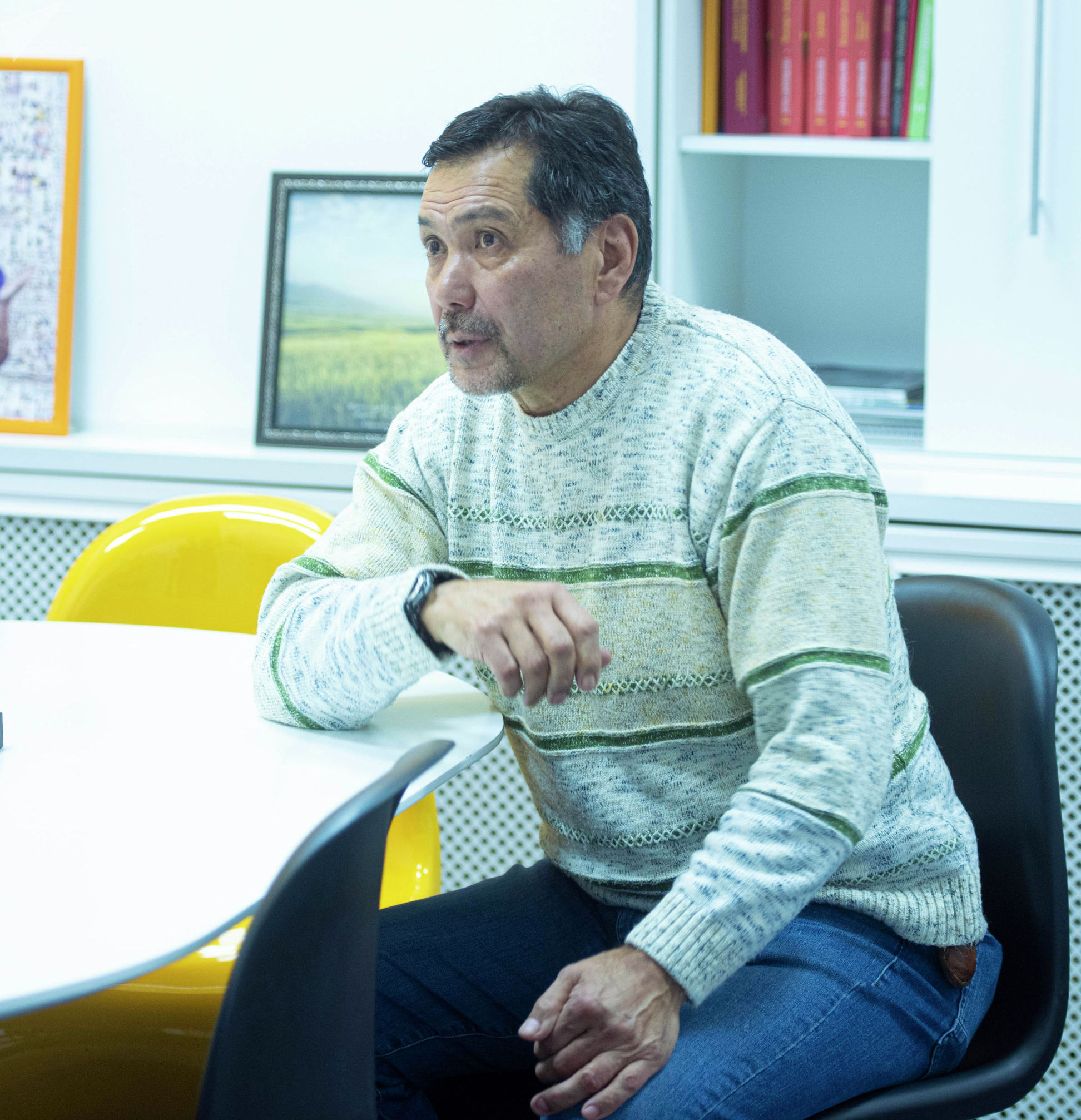Каскадер Султанбек Дикамбаев во время интервью
