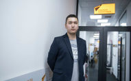 Акушер-гинеколог Эрбол Эсеналиев во время беседы на радио Sputnik Кыргызстан