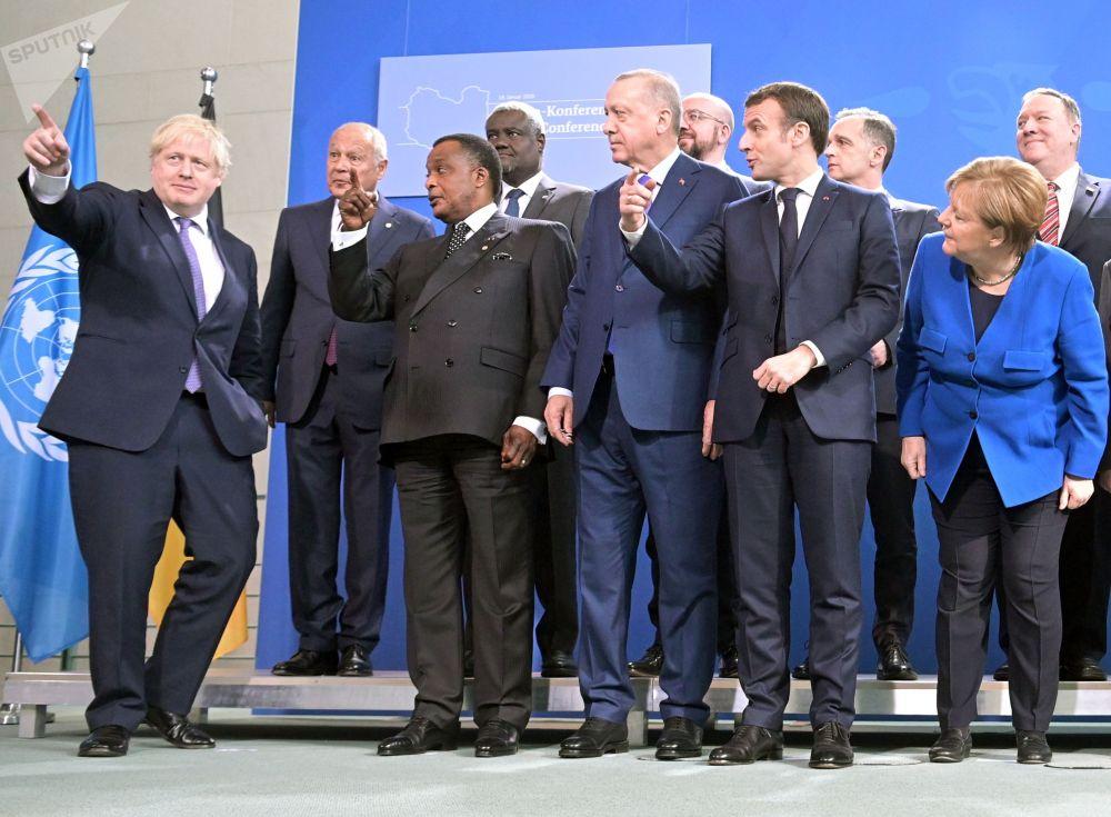 19 января 2020. Участники церемонии фотографирования глав делегаций-участников Международной конференции по Ливии в Берлине.