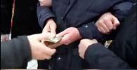 Сотрудники Государственной службы по борьбе с экономическими преступлениями КР задержали бывшего сотрудника МВД.