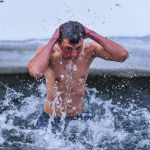 Традиционные купания в день Крещения Господня (Богоявления) на реке Каракол в Иссык-Кульской области