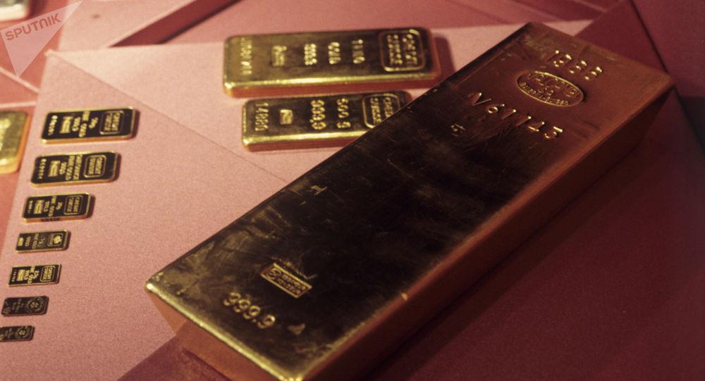 Золотые слитки. Архивное фото