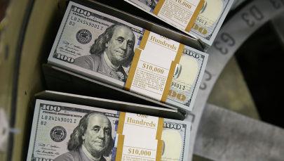 Пачки стодолларовых банкнот. Архивное фото