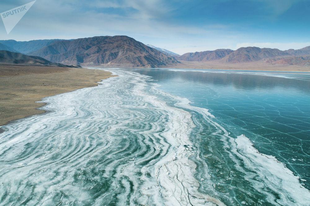 Замершее Орто-Токойское водохранилище в Кочкорском районе Нарынской области