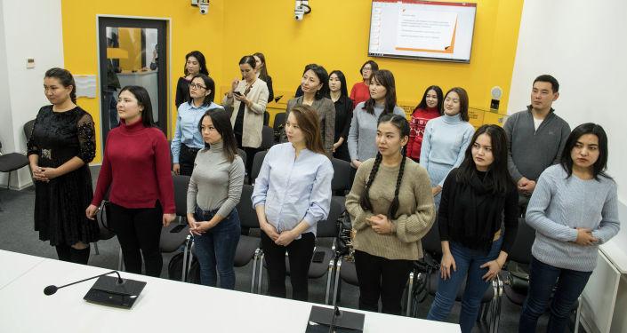 Пресс-секретарь Sputnik Кыргызстан Нуржан Найзабекова провела мастер-класс для сотрудников пресс-служб госорганов и коммерческих организаций