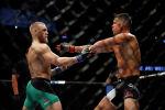 Боец UFC Конор МакГрегор бьется с Нейтом Диасом во время боя в полусреднем бою на UFC 202 в Лас-Вегасе. Архивное фото