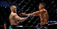 Ирландиялык UFC мушкери Конор Макгрегор америкалык Нейт Диас. Архивдик сүрөт