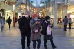 Пекинде маска кийип жүргөн адамдар. Архивдик сүрөт