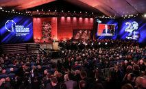 Президент Израиля Реувен Ривлин выступает на Всемирном форуме по Холокосту, посвященном 75-летию освобождения нацистского лагеря смерти Освенцим в мемориальном центре Холокоста в Иерусалиме. 23 января 2020 года