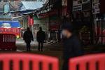 Кытайдагы Уханьдын полиция кызматкерлери. Архивдик сүрөт