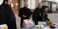 Около 2 тысяч новых учебников привезли в Кыргызстан. Щедрый подарок сделал российский бизнесмен, который выделил на эти цели полмиллиона рублей.