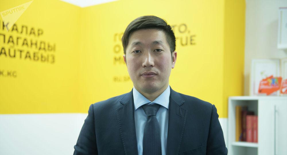 Экономика министрлигинин Салык саясаты башкармалыгынын башчысы Кубанычбек Ысабеков