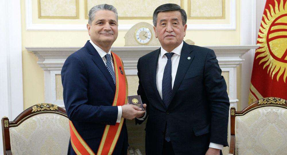 Президент Сооронбай Жээнбеков Евразиялык экономикалык комиссиясы коллегиясынын төрагасы Тигран Саркисянды Даңк медалы менен сыйлады