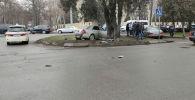 Последствия ДТП на пересечении проспектов Жибек Жолу и Эркиндик в Бишкеке. 25 января 2020 года