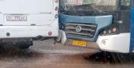 Два пассажирских автобуса столкнулись на пересечении улиц Фучика и Рыскулова в Бишкеке