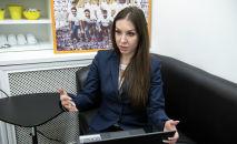Полиграфолог Ксения Савельева во время интервью