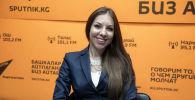 Полиграфолог Ксения Савельева во время интервью на радио. Архивное фото