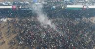 В селе Савай Кара-Сууйского района Ошской области 25 января собралось много народу. Нет, это был не митинг, а традиционные состязания аламан улак. Более тысячи всадников боролись за солидные призы.