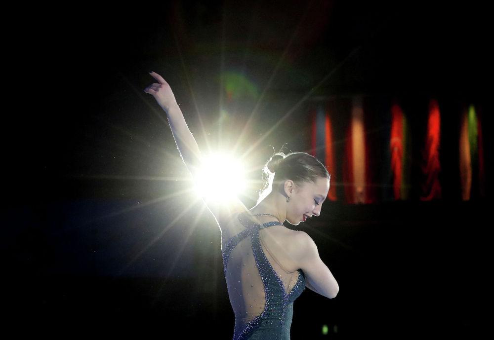 Российская спортсменка Александра Бойкова празднует победу в парном катании на Чемпионате Европы по фигурному катанию в Австрии. 24 января 2020 года