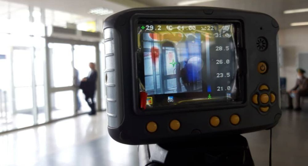 Манас аэропортунда температура текшеруу. Архивдик сурот