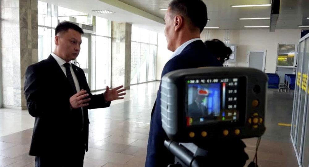 Коопсуздук кеңешинин катчысы Дамир Сагынбаев Манас эл аралык аэропортунда жана Ак-Жол көзөмөл-өткөрүү пункттарындагы коронавирус илдетин алдын алуу жана аныктоо иштери менен таанышты