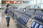 Цзянсу аймагынын Нанкин темир жол станциясында кызматкериндин күтүүчү залды дезинфекция кылуу иштери. Архивдик сүрөт