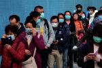 Жители Гонконга стоят в очереди за медицинскими масками. Архивное фото