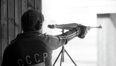 Александр Мелентьев во время соревнований в стрельбе из малокалиберного пистолета на 50 метров в Международных соревнованиях Дружба-84. Архивное фото