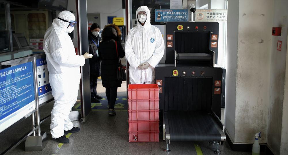 Пекиндеги метрого кирүүдө коюлган коопсуздук чаралары. Архивдик сүрөт