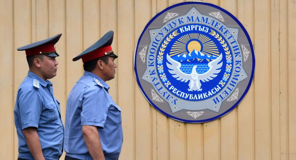 Сотрудники правоохранительных органов у здания ГКНБ. Архивное фото