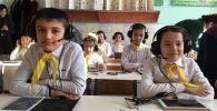 Кыргызстанда биринчи жолу окуучулардын билими электрондук жол менен бааланды