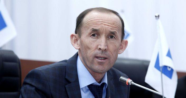 Депутат ЖК Абдывахап Нурбаев на заседании