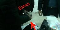 Пресс-служба Государственной службы по борьбе с экономическими преступлениями представила видео задержания главы Бишкекского управления Фонда обязательного медицинского страхования (ФОМС) Болотбека Момбекова.
