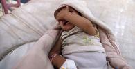 Ребенок плачет в больнице. Архивное фото