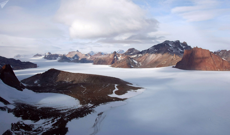 Горный массив Вольтадт в Антарктиде