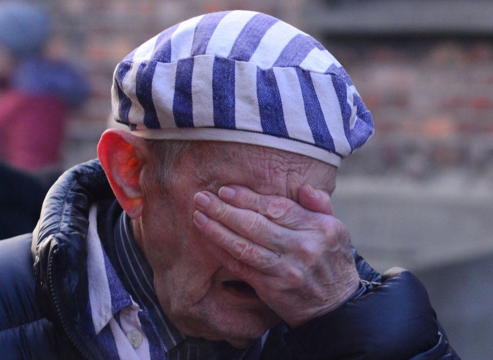Освенцимдин мурдагы туткуну концлагердегилердин Советтик Армия тарабынан бошотулушунун 75 жылдыгына карата арналган иш-чарага катышкан