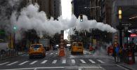 На одной из улиц в Нью-Йорке. Архивное фото