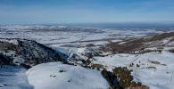 Панорамный вид с горнолыжной базы Оруу-Сай в Чуйской области. Архивное фото