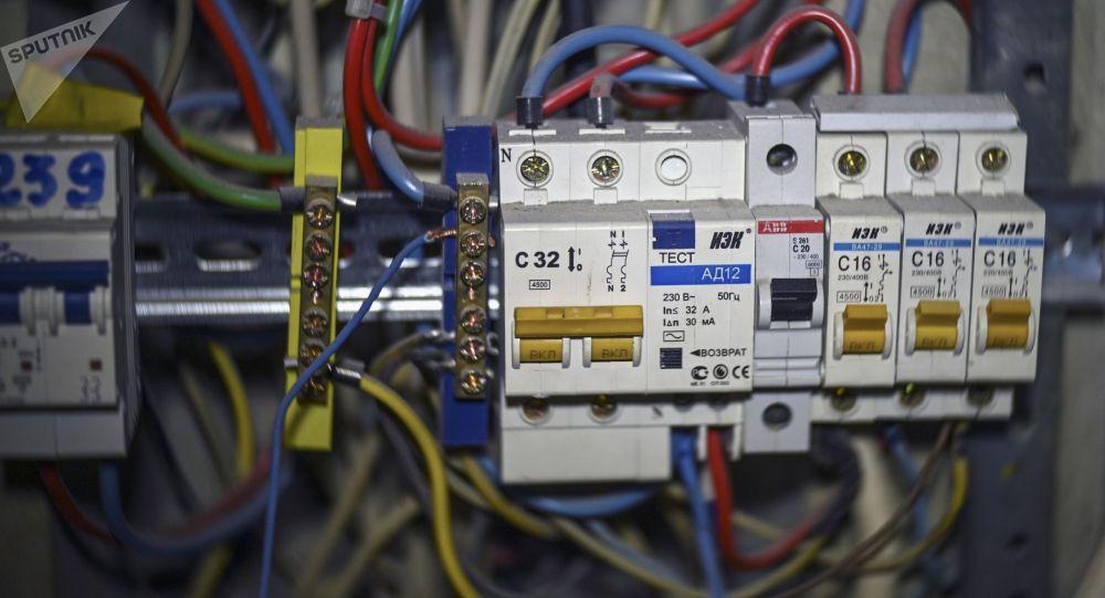Автоматические выключатели электроэнергии в щетке. Архивное фото