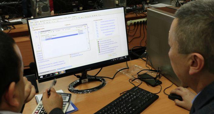 Обучение первой группы бухгалтеров работе с новой автоматической системой начисления зарплат школьным учителям Кыргызстана
