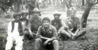 Офицер 860-полка, полковник в отставке, ветеран афганской войны Таалайбек Садыров(в центре)