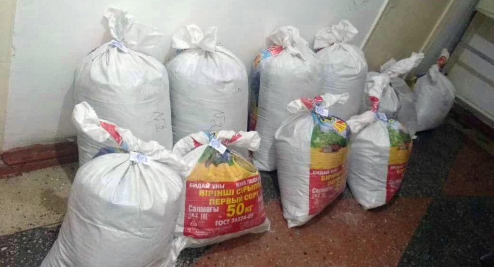 Жалал-Абаддын Токтогул районуна караштуу Үч-Терек айылындагы үйлөрдүн биринен 101 килограмм 335 грамм баңгизат табылды