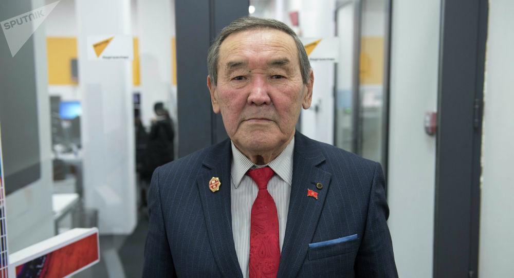 Кыргыз мал чарба жана жайыттар илимий-изилдөө институтунун Бодо малдар бөлүмүнүн башчысы, айыл чарба илимдеринин доктору, профессор Адашбек Кыдырмаев