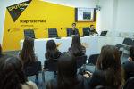 Sputnik Кыргызстан агенттигинин журналисти Бакыт Толканов ЖМК өкүлдөрү президенттик жана өкмөттүк пулдарда кантип иштей турганын студенттерге айтып берди