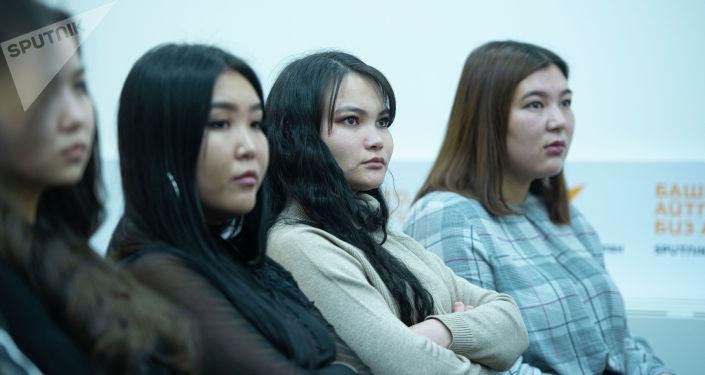 Студенты на мастер-классе журналиста Sputnik Кыргызстан Бакыта Толканова