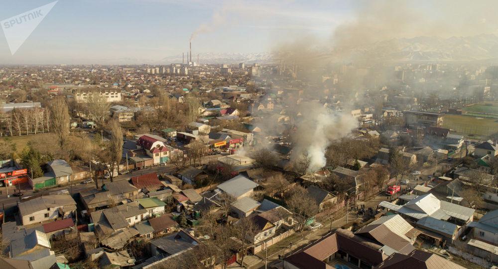 Пожар на пересечении улиц Куренкеева и Абдрахманова. Вид с дрона