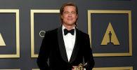 Голливудский актер Брэд Питт получивший Оскар за роль второго плана в фильме Однажды в… Голливуде на церемонии вручения 92-й кинопремии Оскар в Лос-Анджелесе. 9 февраля 2020 года