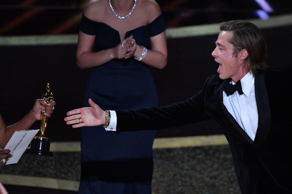 Оскар за лучшую мужскую роль второго плана получил Брэд Питт